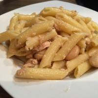 Pasta mit weißen Bohnen und Thunfisch